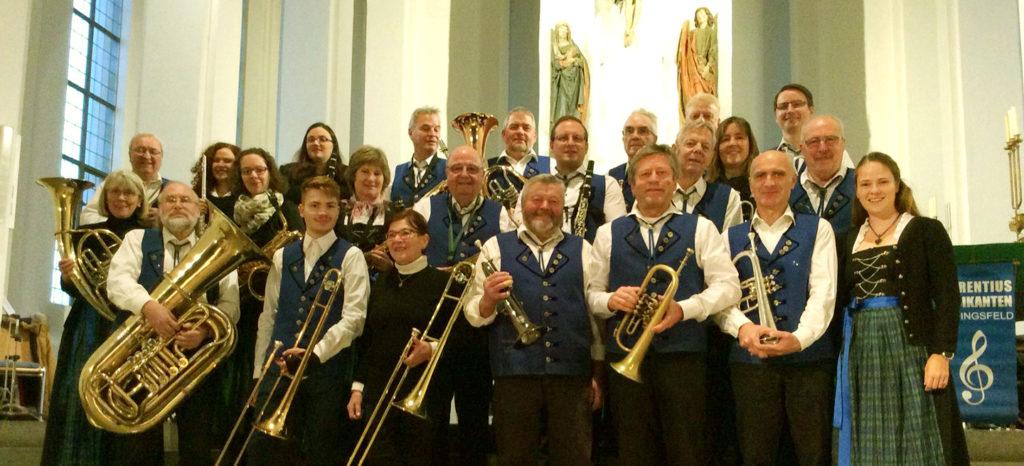 Bild von den Laurentius Musikanten aus Heiligenfeld in einer Kirche