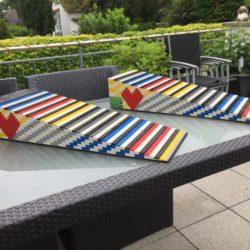 Lange oppelspurige Legorampe auf einem Tisch ausgestellt vor der Auslieferung