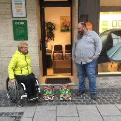 Hanau: doppelspurige Legorampen mit Rita Ebel und Ladenbesitzer