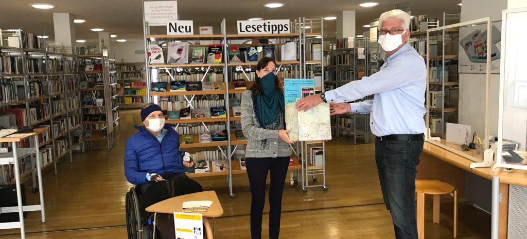 Übergabe Spendenbox Stadtbücherei Würzburg im Falkenhaus